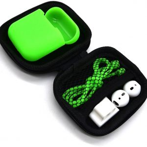 5 in 1 set met siliconen case, koord, horlogehouder, earhooks en opbergetui   geschikt voor Airpods   groen