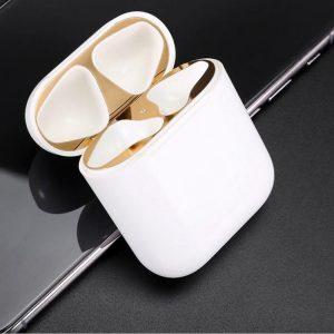 Metalen sticker geschikt voor Airpods - Accessoire voor Airpods - Anti magnetisch stof - Vuil bescherming - Goud set van 2 stuks